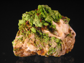 pyromorphite_zschopau.JPG (107154 bytes)